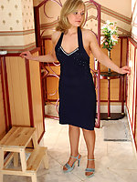 Blondie in tan pantyhose having dirty scam to lure guy into mighty dicking