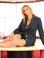 Office babe Daria in tan nylons spreads her pussy