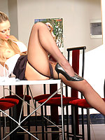 Kinky pantyhosed secretary can�t work while her pussy burning with desire
