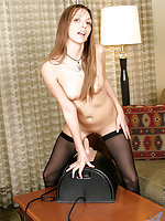 Alluring cougar lacey takes takes the sybian for an orgasmic ride