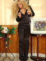 Smashing bombshell in black pantyhose can seduce any male within her reach